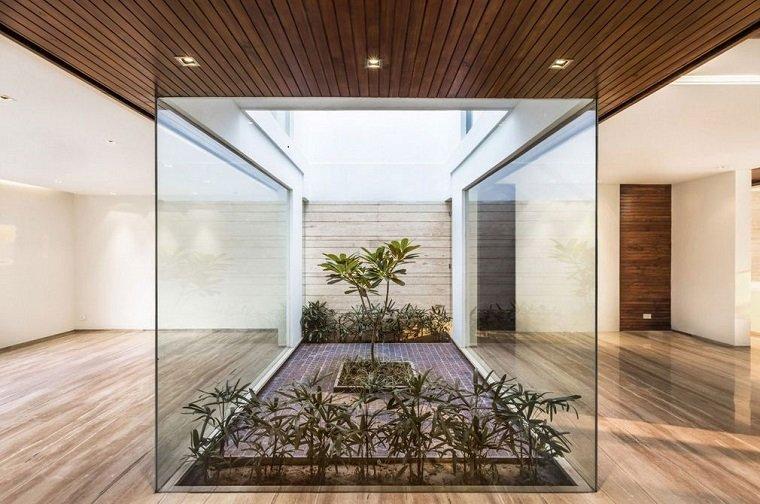 Patios interiores peque os ideas para una decoraci n - Jardin de interior ...