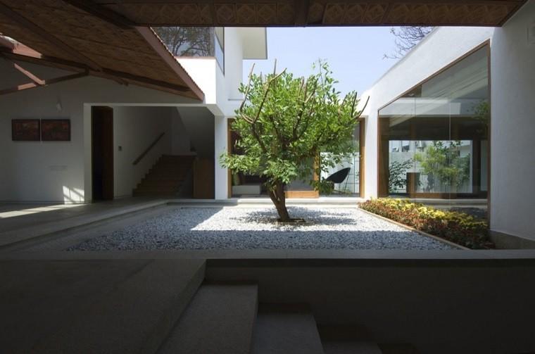 Patios interiores peque os ideas para una decoraci n for Patios minimalistas modernos
