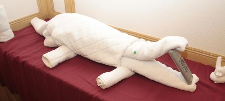 original cocodrilo forma toalla blanca