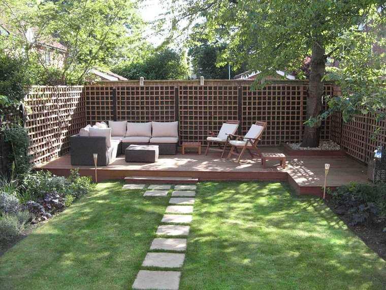 jardín con celosía madera