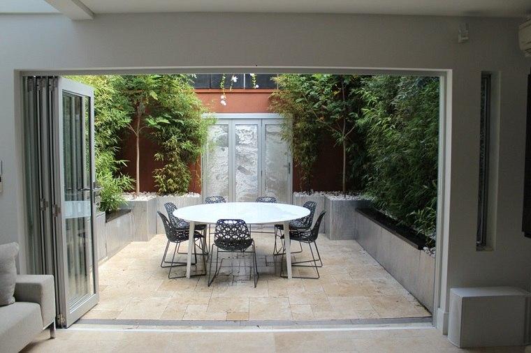 Patios interiores peque os ideas para una decoraci n for Cocinas con salida al patio