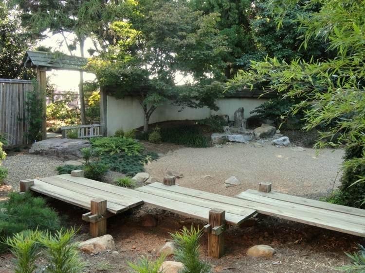 pequeño patio sitios madera elementos troncos