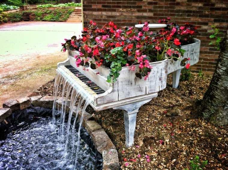 piano royal viejo fuente jardinera