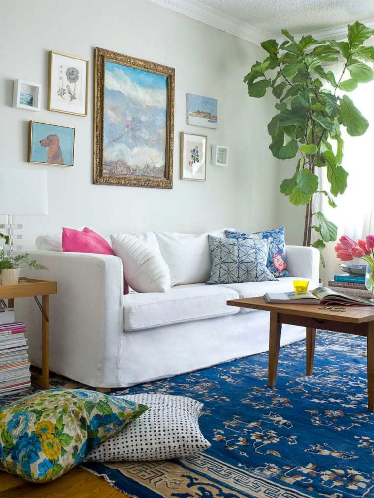 salón alfombra azul cojines boho