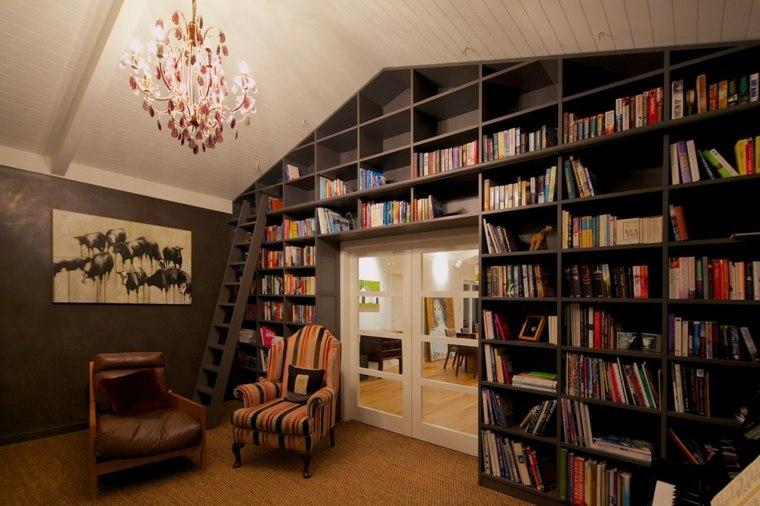 sala estar libros dos sillones