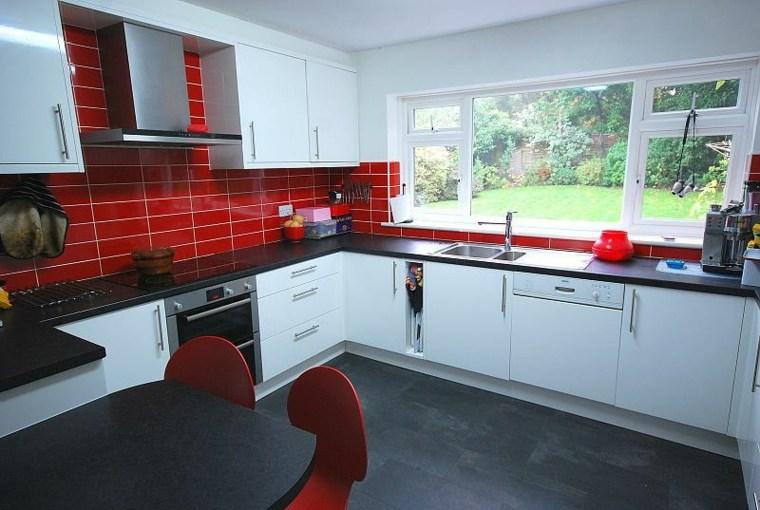 salpicadero cocina azulejos rojos