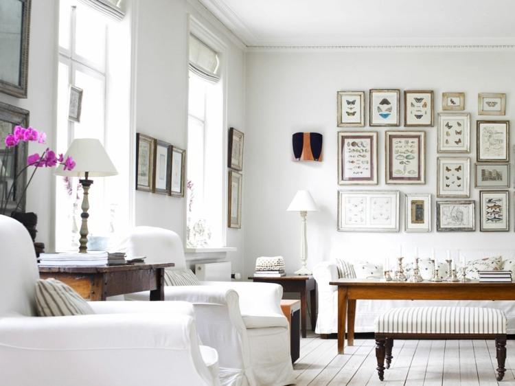 sofa baño detalles espejos paredes flores