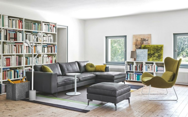 sofa negra sillon gris mesita blanca salon ideas