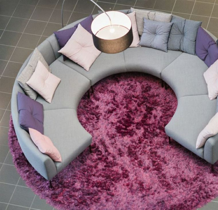 sofa forma redonda alfombra purpura salon ideas
