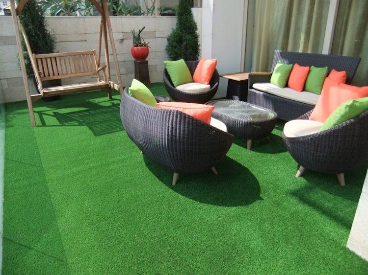 Cesped artificial para balcones y terrazas 25 ideas for Ideas suelo terraza
