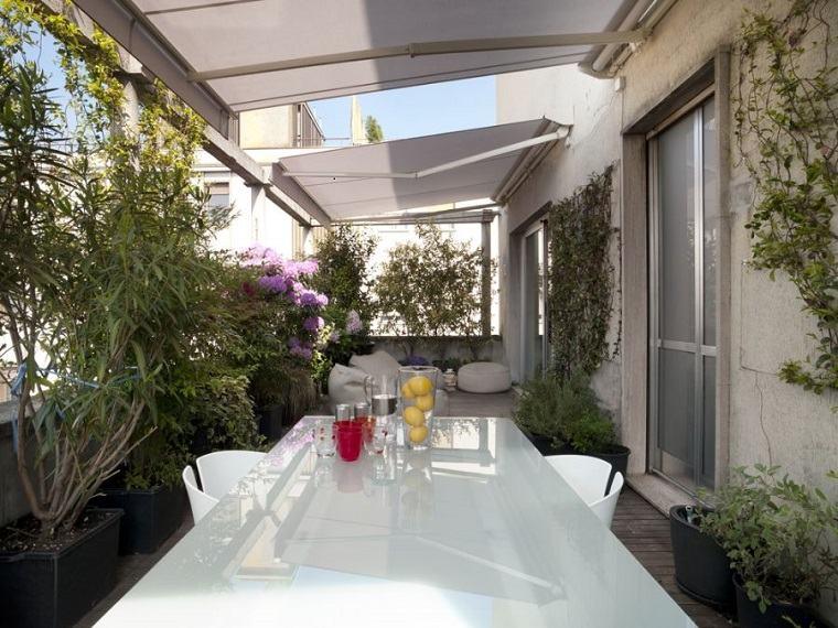 balcón terraza toldos blancos