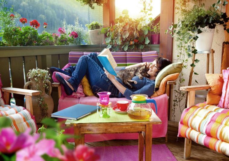 terraza decorada colores vibrantes
