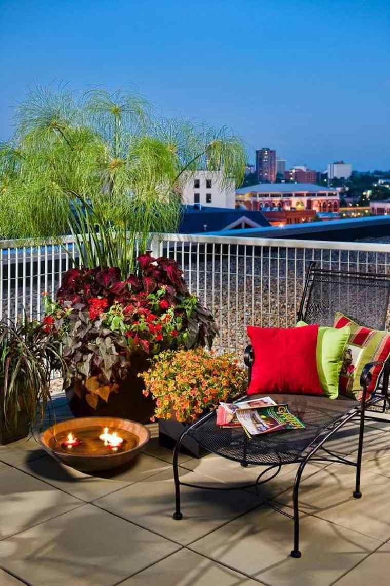 tumbona acero balcon plantas espacios relajante ideas