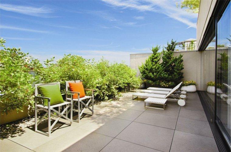 tumbonas blancas plantas sillas decorar-terraza ideas