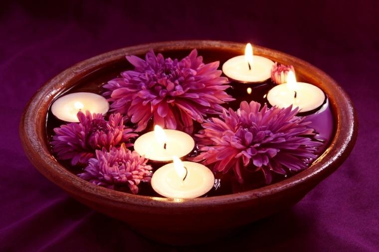 velas blancas flores color rosa