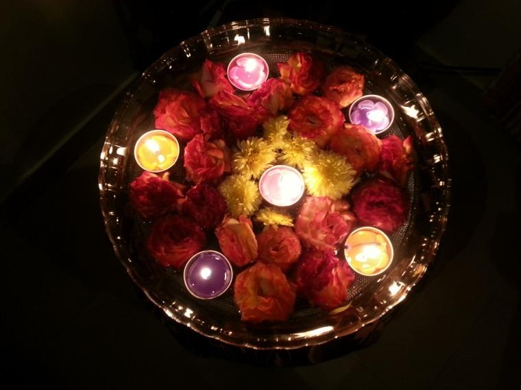 velas colores muchas flores rosas