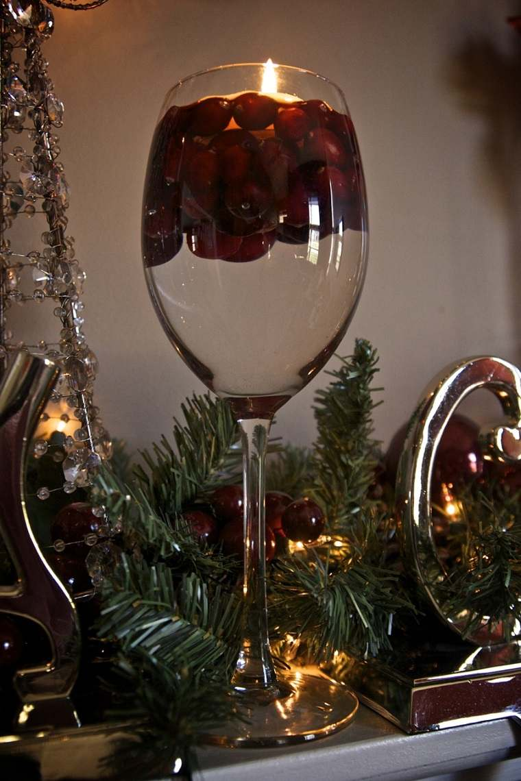 Como hacer velas flotantes cincuenta ideas sencillas for Adornos navidenos con copas y velas