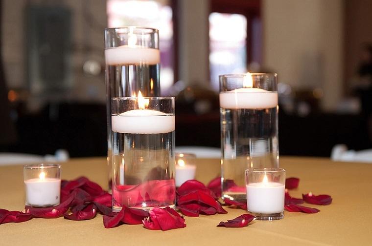 velas flotantes vasos agua pétalos