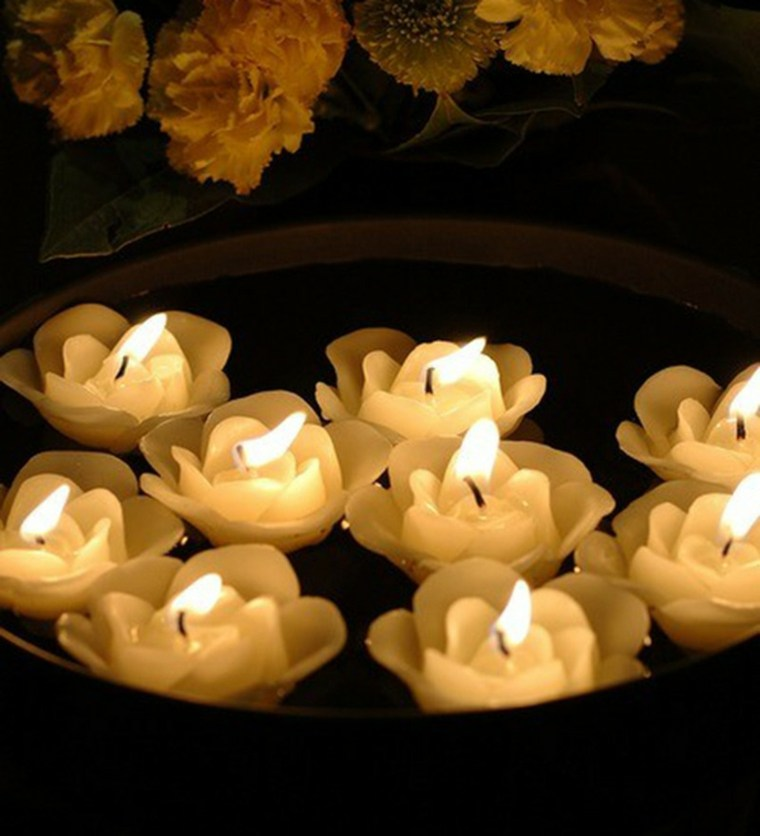 velas forma rosas color blanco