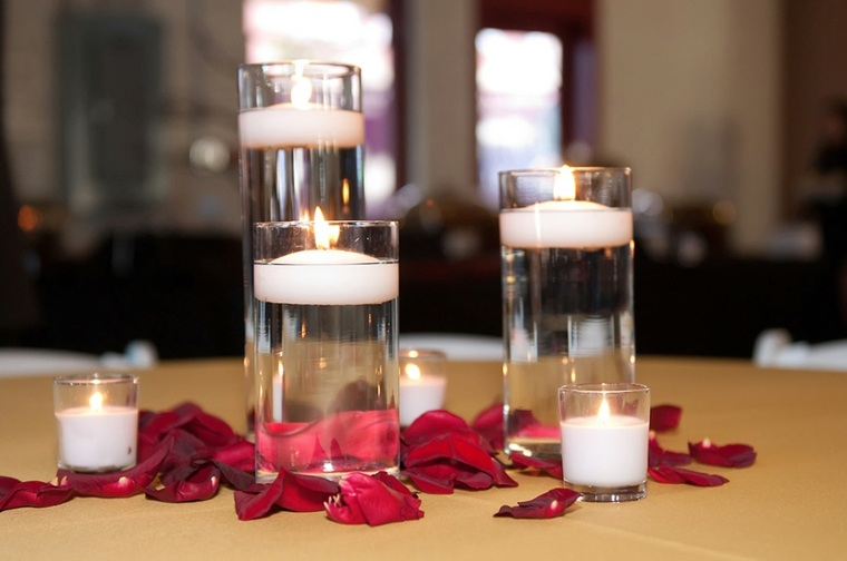velas flotantes tubos vidrio pétalos
