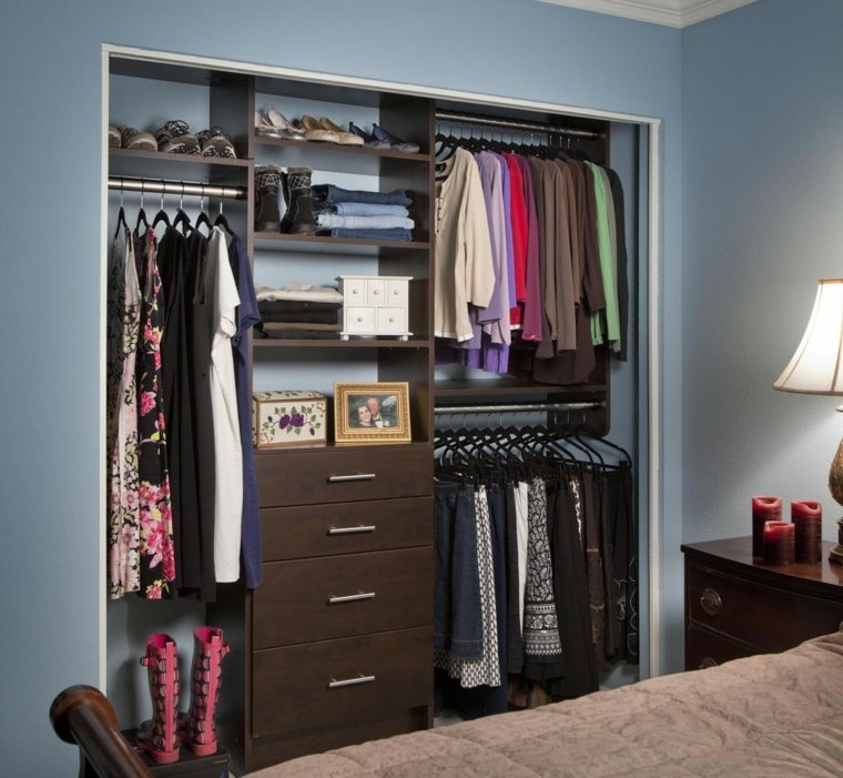 armarios roperos organizados pared azul ideas