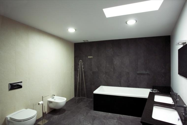 baño moderno color oscuro