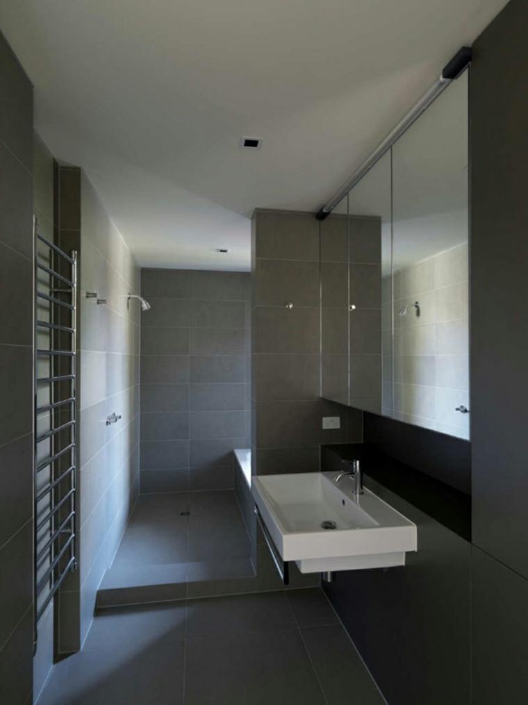 baño lavabo azulejos grises