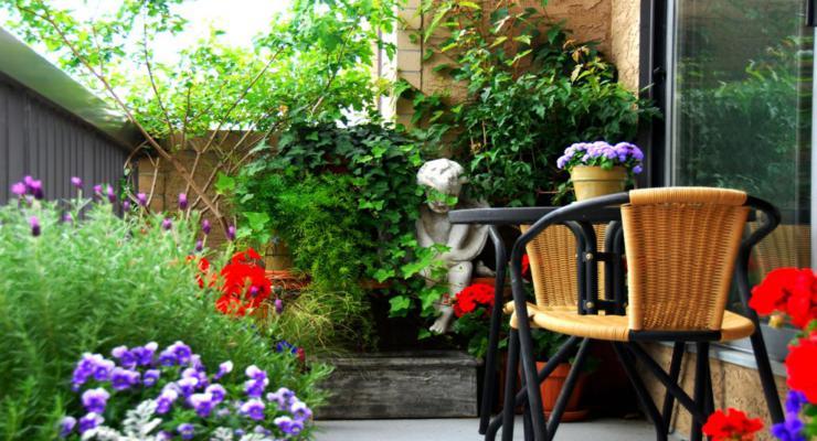 balcon decorado plantas flores