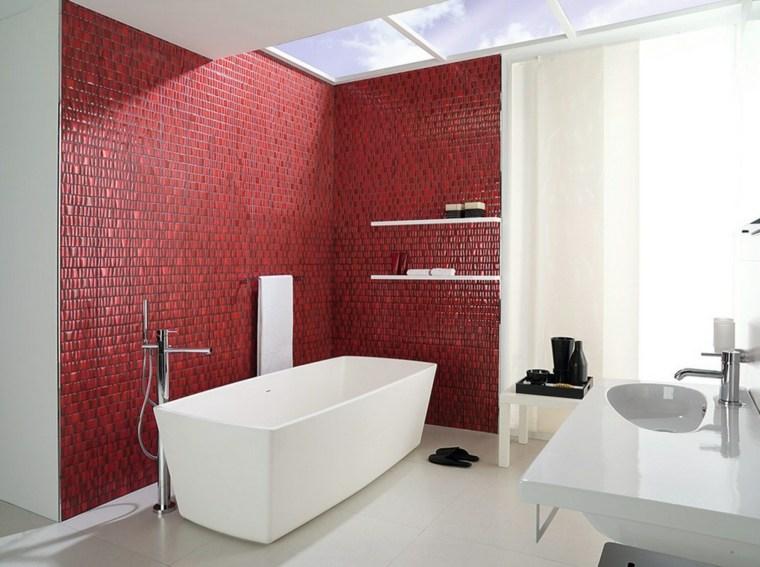 bano moderno banera lavabo blanco pared roja ideas