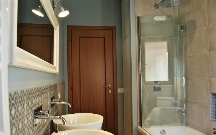 Baños Azules Pequenos:bano pequeno ducha banera pared azul ideas