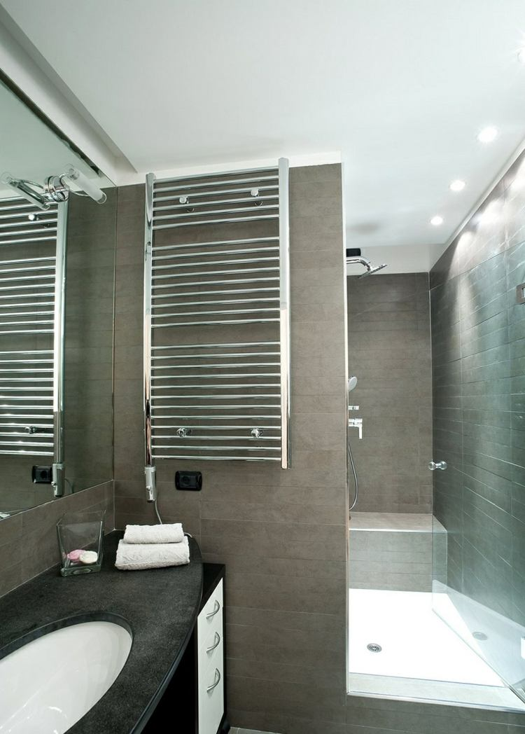 Duchas 50 opciones para ba os peque os for Revestimiento de paredes para duchas