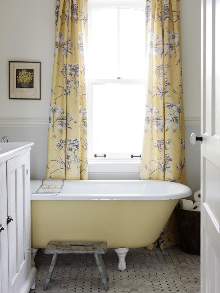 Cortinas De Baño Retro:Pared de madera, baño de diseño retro