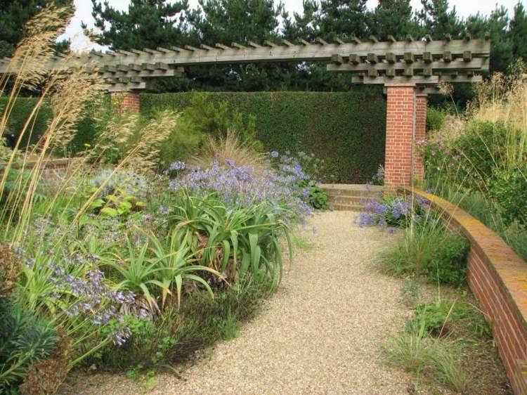 bonito diseño jardin pergola moderna