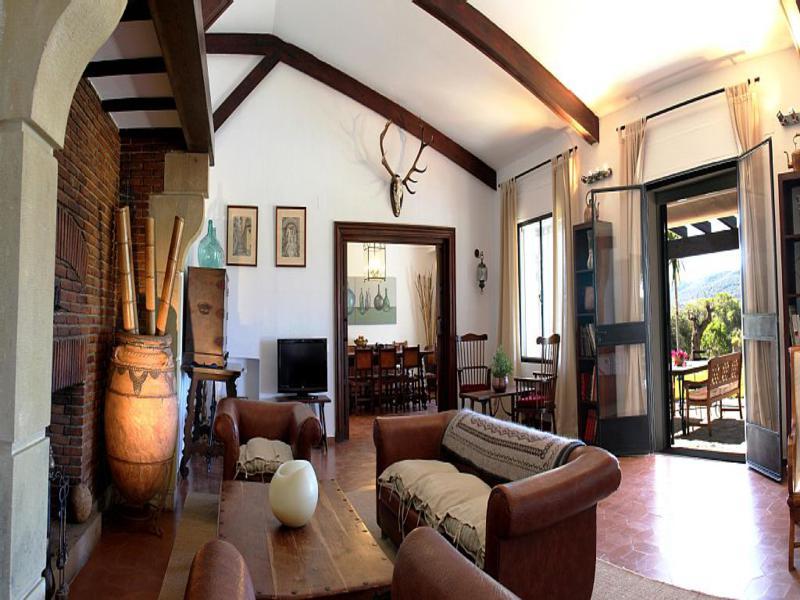 bonito diseño salón estilo rústico