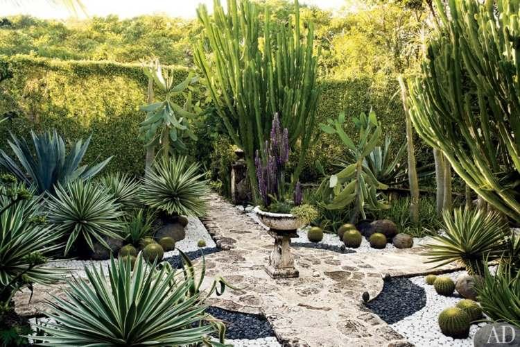 bonito jardín fuente piedras