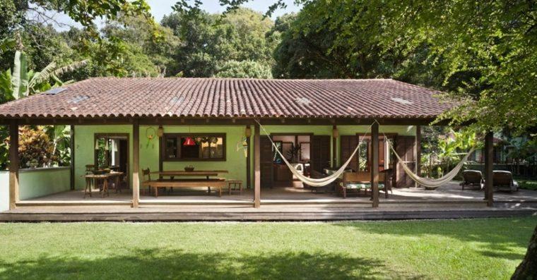 Porches jardin y terrazas cubiertas 50 dise os - Terraza casa de campo ...