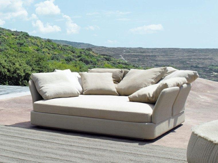 bonito sofá acolchado beige