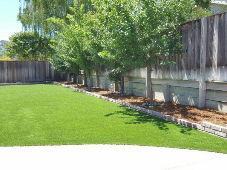 bonito patio cesped artificial jardin