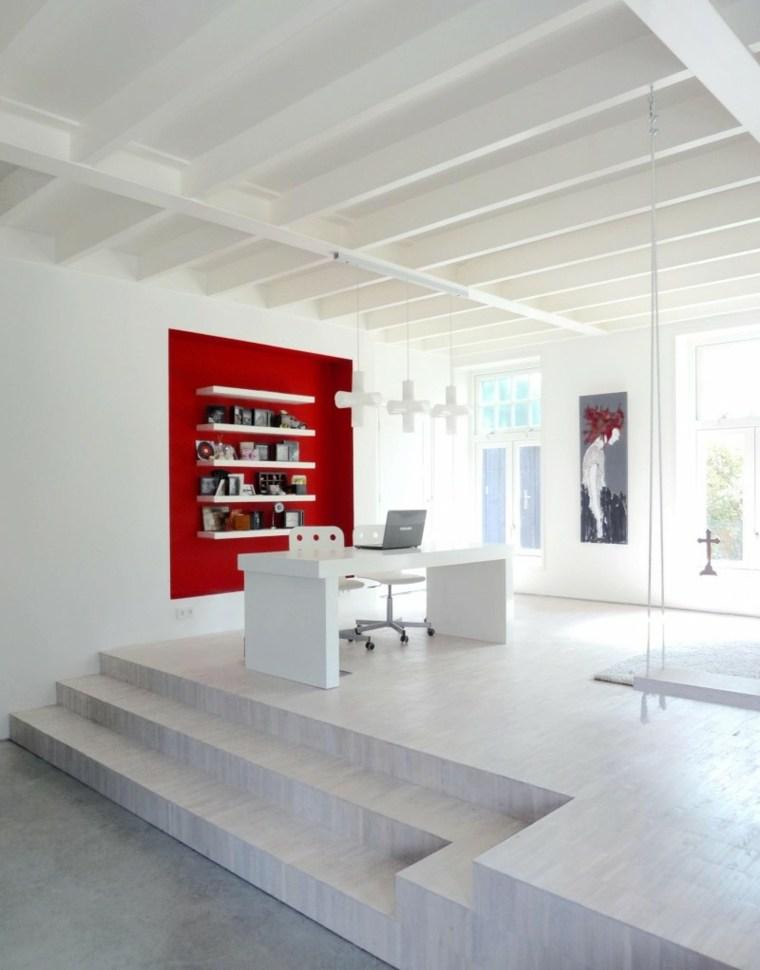 casa decor opciones oficina estantes blancos pared roja ideas