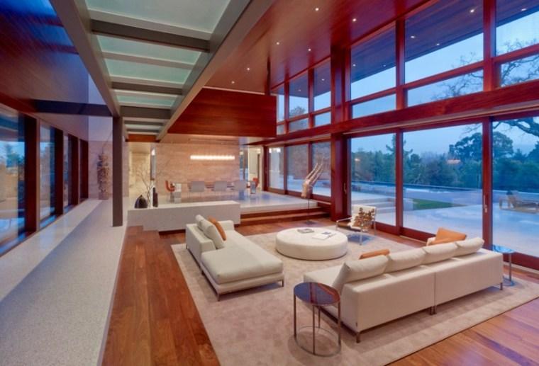 casa-moderna-crital-techo-salon-amplio