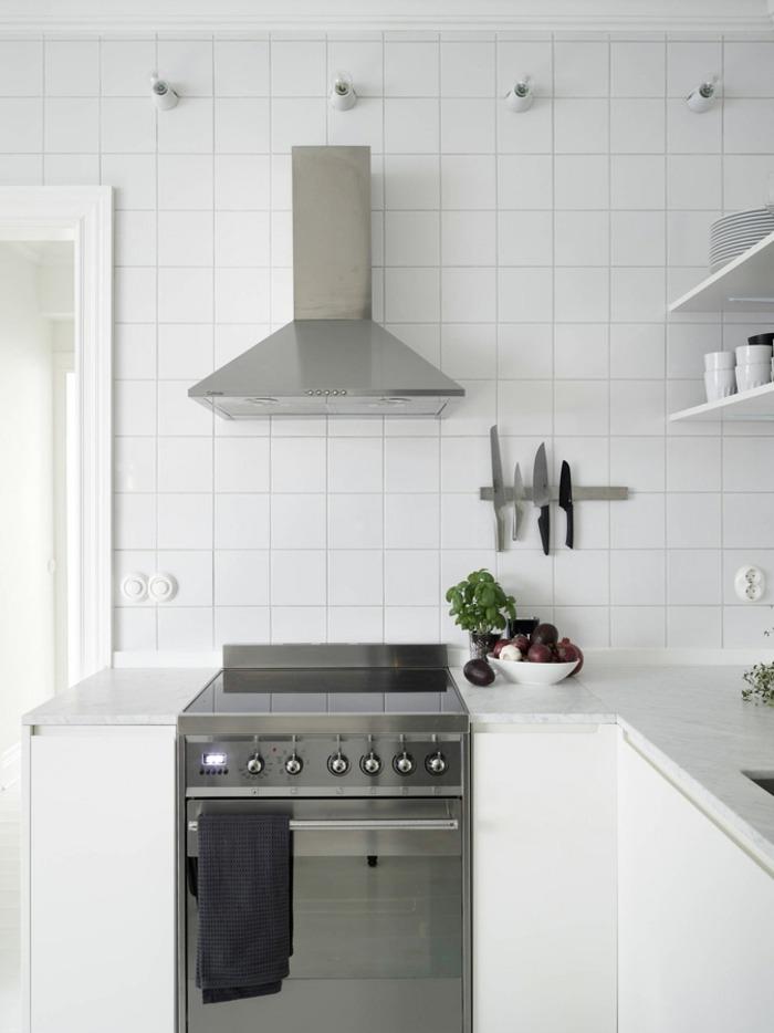 cocinas blancas pequeñas bandas magneticas cuadros
