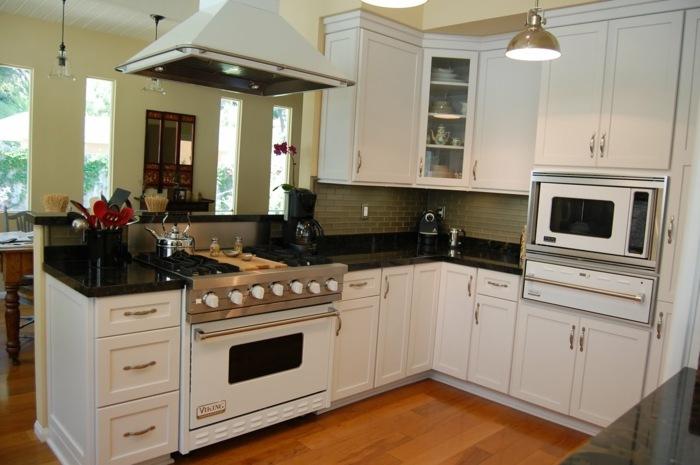 cocinas blancas pequeñas muebles cucharas tradicional