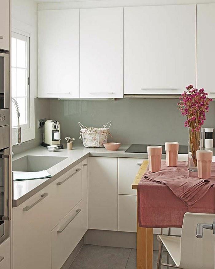 cocinas blancas pequeñas puentes casas flores