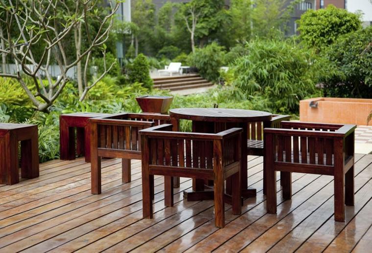 comida-cena-exterior-muebles-mesa-redonda-sillones-madera