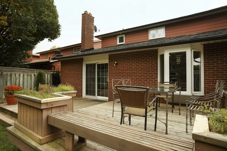 comida-cena-exterior-muebles-terraza-madera