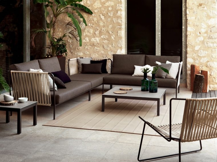 conjunto sillones acolchado color marrón