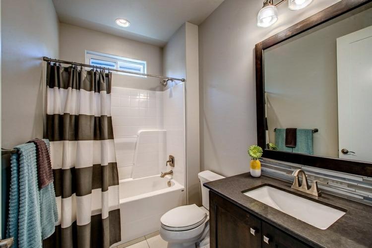 cortina ducha rayas banera bano pequeno ideas