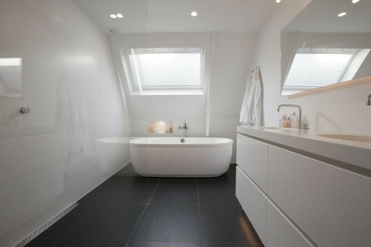cuarto baño atico blanco