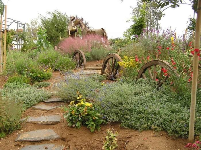 decoracion de jardines rusticos caballos ruedas