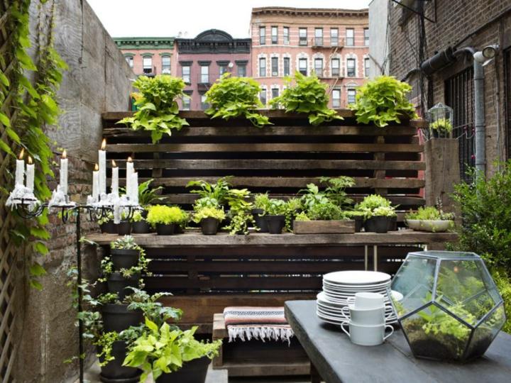 Decoracion mesa jardin y espacios exteriores de encanto - Decoracion muros exteriores ...